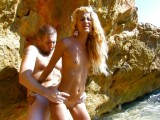 Vidéo porno mobile : Nice blonde gets fucked on the seaside